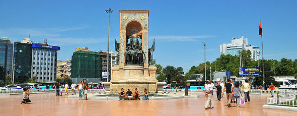 Taksim Square by flickr user FaceMePLS